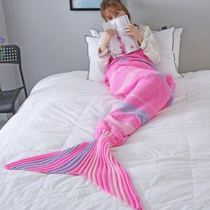 Roze Knitted Mermaid Blanket